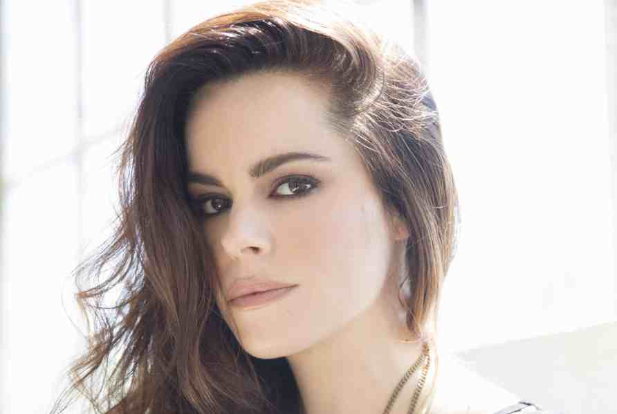 "Emily Hampshire to star in Indie film ""Never Saw It Coming"""